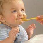 nódoas de comida de bebé